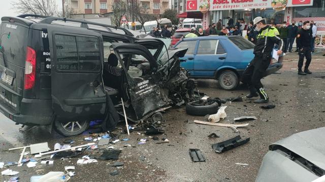 Kocaelide iki araca çarpıp etrafa ateş açan sürücü gözaltına alındı