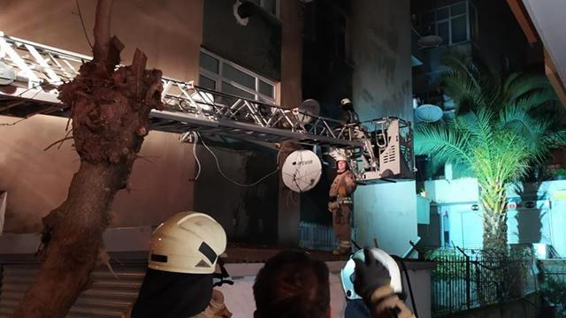 İstanbulda 4 katlı binada yangın