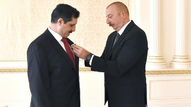 """Aliyevden Türkiyenin Bakü Büyükelçisi Özorala """"Dostluk Nişanı"""""""