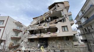 Ankara'da çökme tehlikesi olan bina yıkılıyor