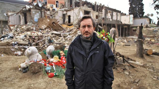 Cumhurbaşkanlığı İletişim Başkanı Altun, Ermenistanın saldırılarında sivillerin hayatını kaybettiği Genceyi ziyaret etti