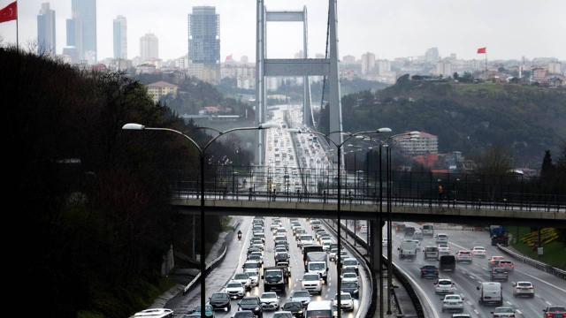 Yağışın devam ettiği İstanbulda trafik yoğunluğu