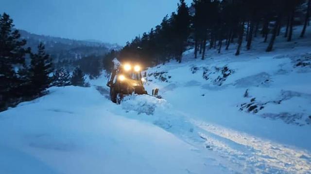 Yoğun kar nedeniyle yolda mahsur kaldılar