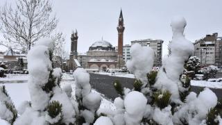 Sivas'ta kar yağışı sonrası kent merkezi beyaza büründü