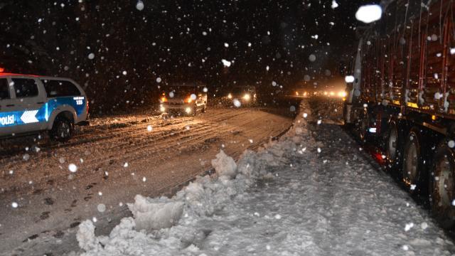 Kar etkili oldu, ulaşımda aksamalar yaşandı