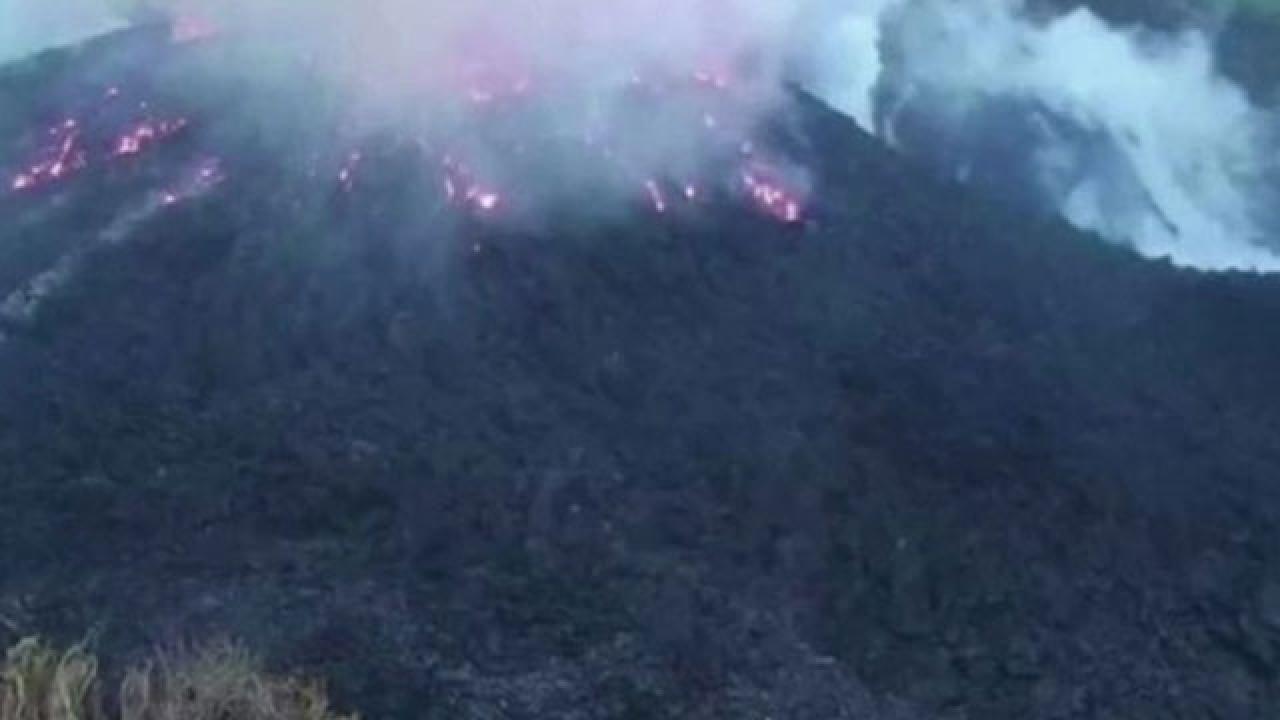 Karayipler'de yanardağ patladı