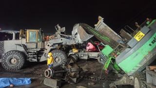 Bartın'da üzerine vinç devrilen kamyon sürücüsü yaşamını yitirdi