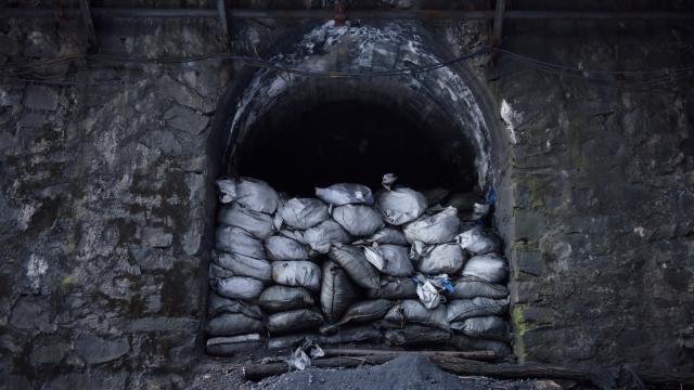Çinde kömür madenini su bastı, 21 işçi mahsur kaldı