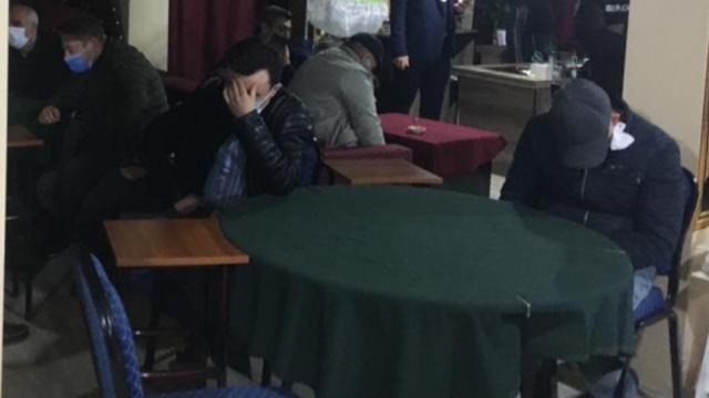 Kırklarelinde 2 işletmede kumar oynayan 46 kişiye 144 bin 900 lira ceza verildi