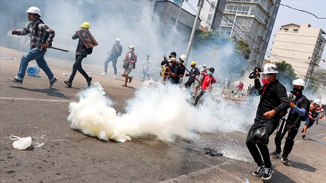 Myanmarda darbe karşıtı göstericilere şiddet: Ölü sayısı 701 oldu