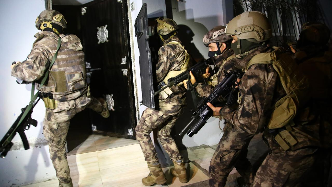 İstanbulda FETÖnün hücre evlerine operasyon: 30 gözaltı