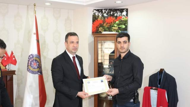Adanada silah kaçakçılığını ortaya çıkaran polisler ödüllendirildi
