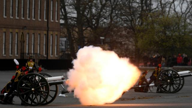 Prens Philip için 41 pare top atışı yapıldı