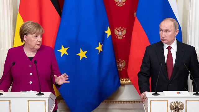 Putin ve Merkel Ukraynayı görüştü