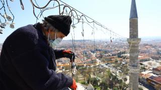 Selimiye Camii minareleri ramazan mahyalarıyla donatıldı