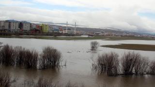 Karların erimesi ile Kura Nehri taştı, ova göle döndü