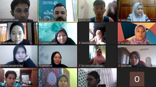 Malezya Dışişleri Bakanlığı personeli Türkçe öğreniyor