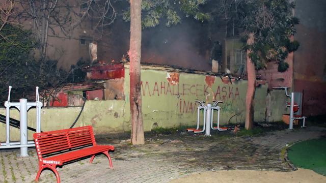 İzmirde bir evde yangın çıktı