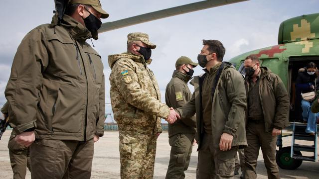 Ukrayna Devlet Başkanı Zelenskiy, Donbası ziyaret etti