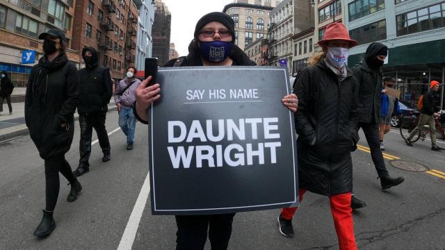 ABDde siyahi gencin ölümü protesto ediliyor: Bidendan itidal çağrısı