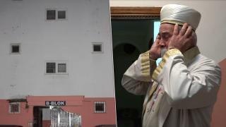 Apartmanda imam eşliğinde teravih namazı