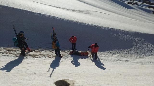 Tırmanış sırasında ayağı burkulan kayakçıyı AFAD kurtardı