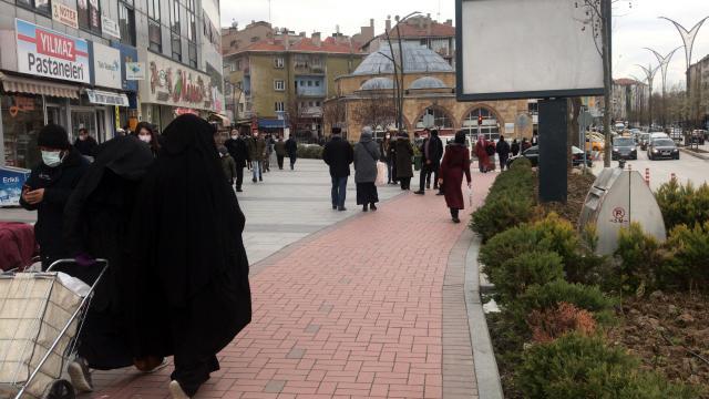 Kırşehirde ramazan ayı öncesi yoğunluk yaşanan yerlerde Covid-19 uyarıları yapıldı