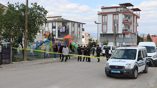 Çocuklar zarar görmesin diye rastgele ateş açan saldırganın önüne atladı