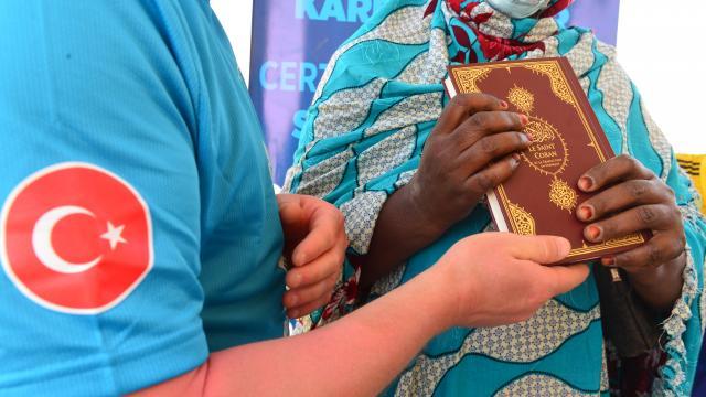 Türk hayırseverler, Senegaldeki Afrikalı üniversite öğrencilerine yardımda bulundu