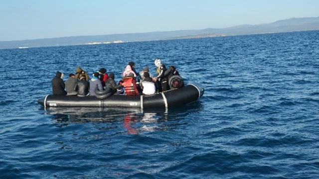 Türk kara sularına itilen 55 düzensiz göçmen kurtarıldı