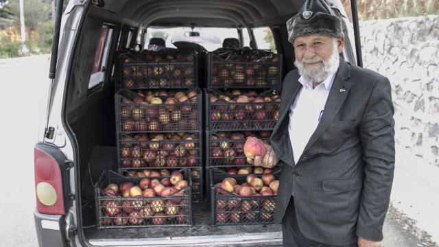 """""""Elmacı Dede""""den Suriye sınırındaki askerlere destek"""