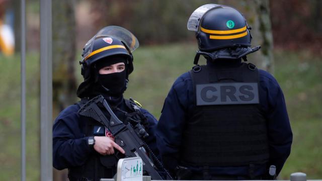 Pariste silahlı saldırı: 1 ölü, 1 yaralı