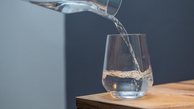 Pakistanda içme suyu karaborsaya düştü