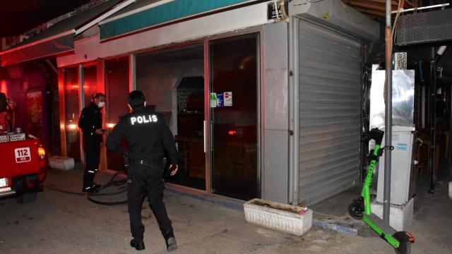 İzmirde restoran yangını: 1 kişi dumandan etkilendi