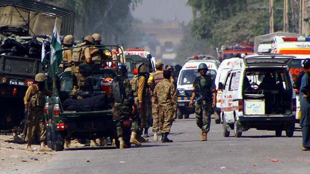 Pakistanda bombalı saldırı: 12 yaralı