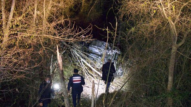 Samsunda şarampole yuvarlanan otomobil alev aldı: 2 ölü