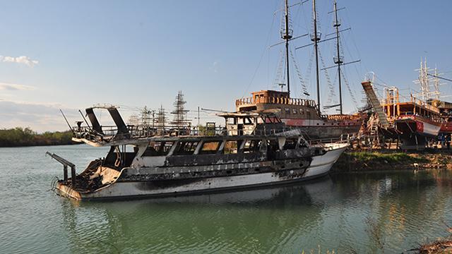 Antalyada çıkan yangında iki tekne kullanılamaz hale geldi