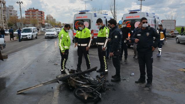 Şanlıurfada kamyon motosikletle çarpıştı: 4 yaralı