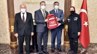 Gümüşhane'de okullara afet çantası dağıtıldı