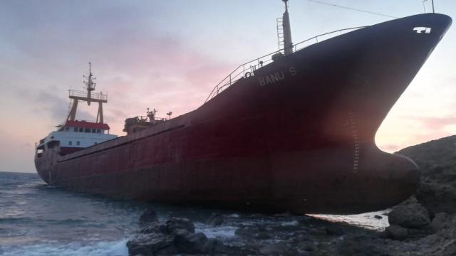 Bozcaadada gemi karaya oturdu