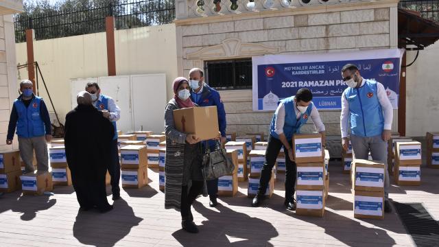 Türkiye Diyanet Vakfından Lübnanda 7 bin aileye gıda ve kıyafet yardımı