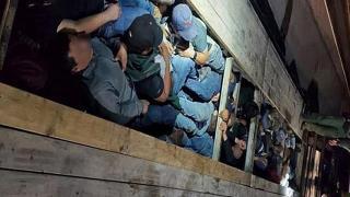 ABD-Meksika sınırında insanlık dramı: Göçmenler tırın gizli bölmesinden çıktı