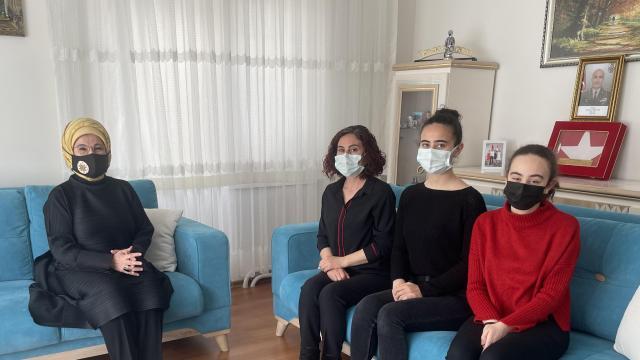Emine Erdoğandan Bitlis şehidinin ailesine taziye ziyareti