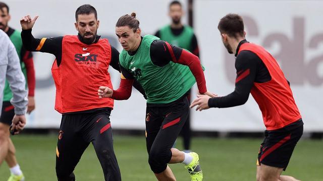 Galatasarayın Göztepe 11i netleşiyor