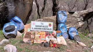 Hakkari'de teröristlere ait mühimmat ve yaşam malzemeleri ele geçirildi