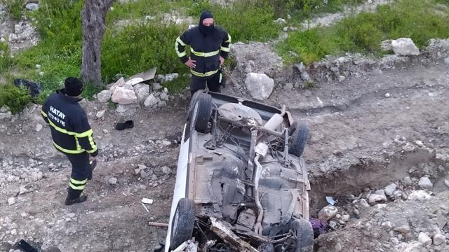Hatayda otomobil uçuruma yuvarlandı: 4 yaralı