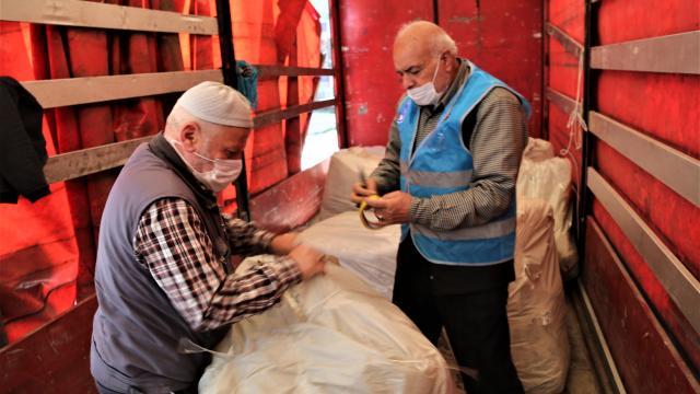 Şanlıurfadan İdlibe insani yardım tırı gönderildi