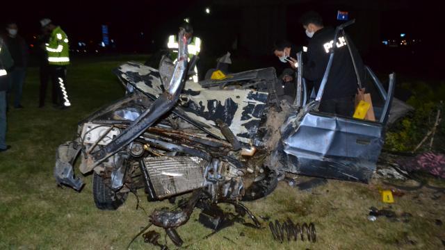 Edirnede otomobil köprü ayağına çarptı: 1 ölü 2 yaralı
