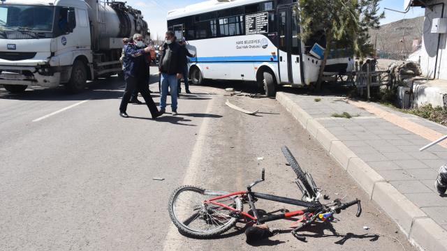Karsta trafik kazası: 2 yaralı