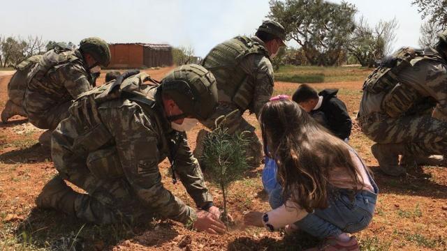 MSB: Kahraman Mehmetçik Suriyede insani yardıma devam ediyor